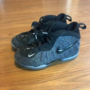 Kids Nike Foamposites Black/Heather Grey size 12